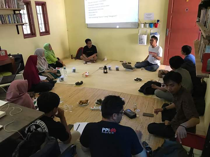 Sambangi Banten, Iqbal Aji Daryono Tebar Virus Menulis Esai