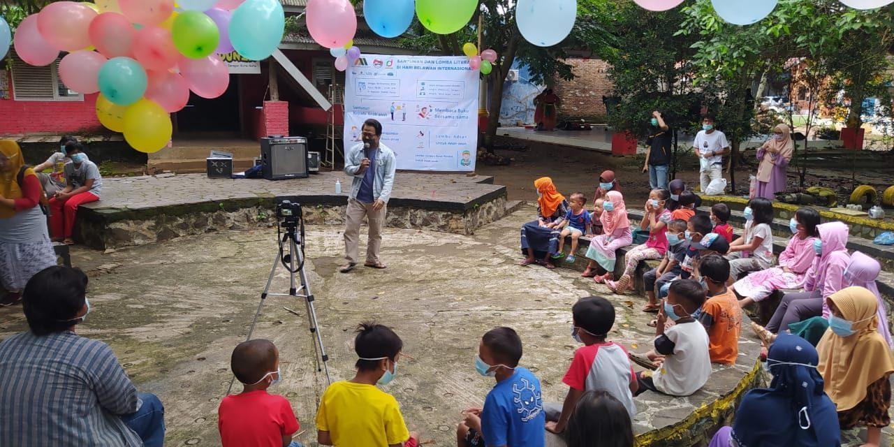 Santunan dan Lomba Literasi di Hari Relawan Internasional